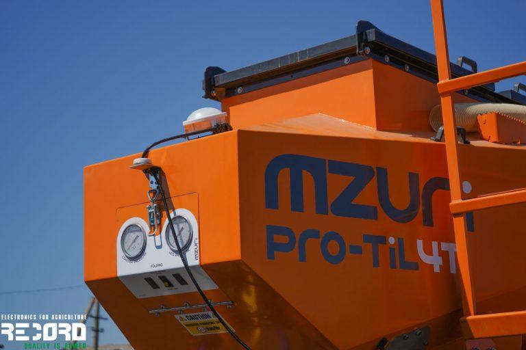 Радар на зерновом комплексе MZURI Pro-Til 4T для получения сигнала и расчета скорости движения